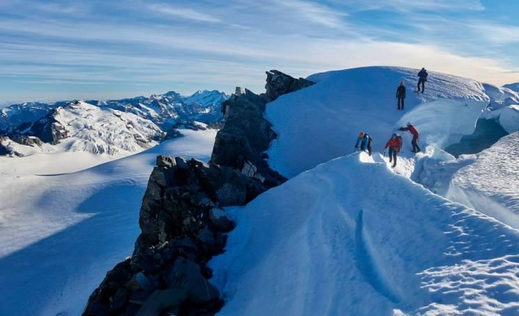 Navigating the schrund below Newton 2015